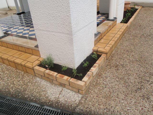 花壇リフォーム完成2